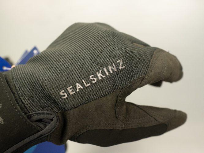 SEALSKINZ防風・防水グローブ