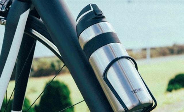THERMOSから自転車専用設計の魔法びん構造のボトルが発売です。