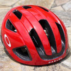 OAKLEY ARO3ヘルメット レッドカラー入荷