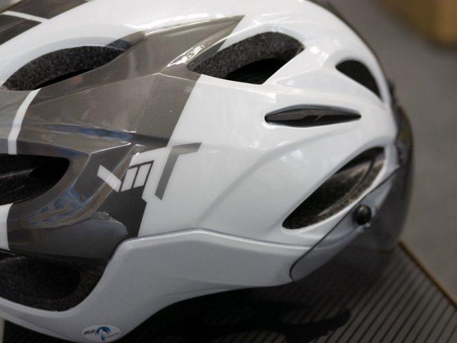 シールド付属のエアロフォルムヘルメット